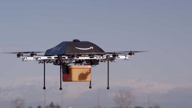 Amazon ใช้โดรนส่งของ