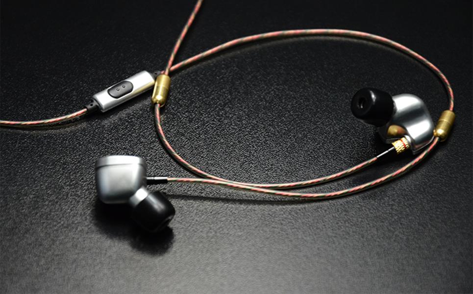 หูฟังแบบมีสายดีกว่าหูฟังไร้สายอย่างไร