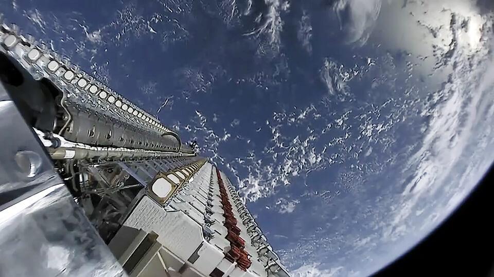 การส่งสัญญาณอินเตอร์เน็ตด้วยดาวเทียม อาจจะเป็นทางเลือกที่ดีกว่าการใช้บอลลูน