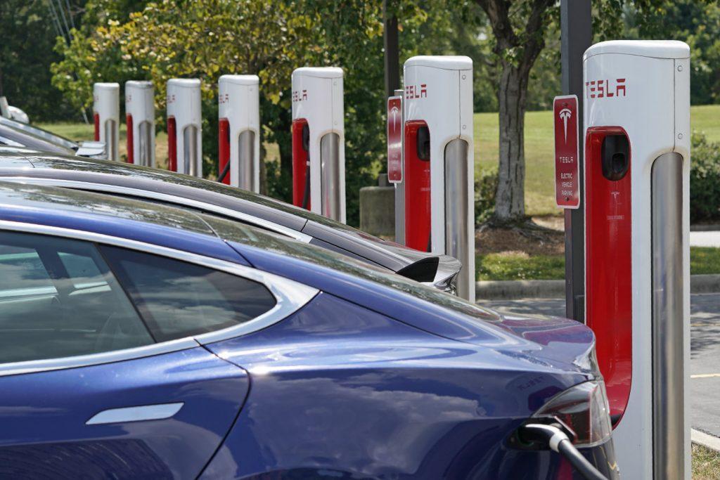 การชาร์จรถยนต์ไฟฟ้า บริษัท Tesla
